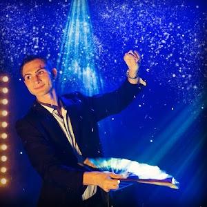 Alex le Magicien | Spectacle de magie professionnel