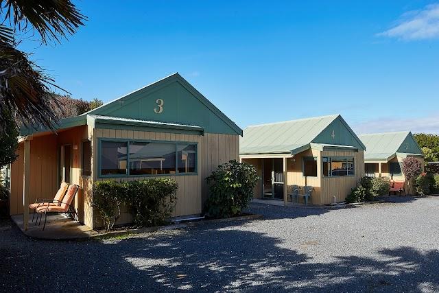 Bay Cottages Motel