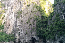 Dau Go Cave, Halong Bay, Vietnam