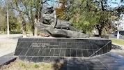 Братская могила моряков Волжской военной флотилии и рабочих завода, проспект Ленина на фото Волгограда