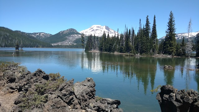 Sparks Lake Day Use Area