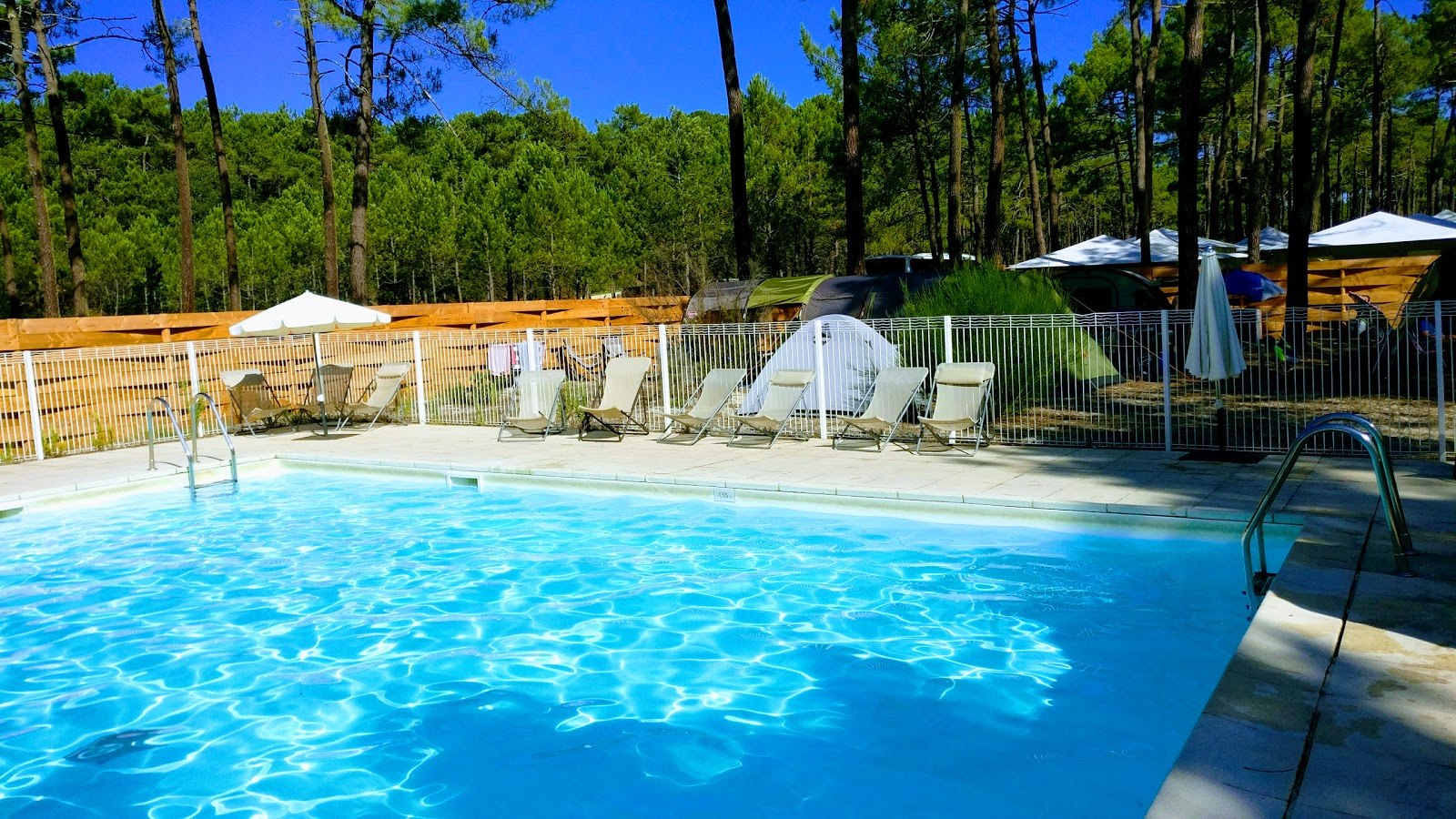 Camping huttopia lac de carcans tripcarta for Camping lac aiguebelette avec piscine