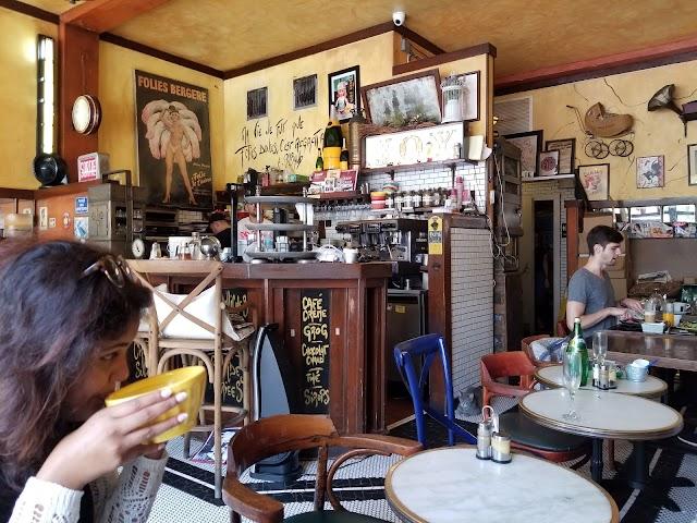 A la Folie Cafe