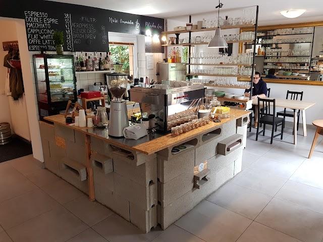 Charlie's Coffee & Garden