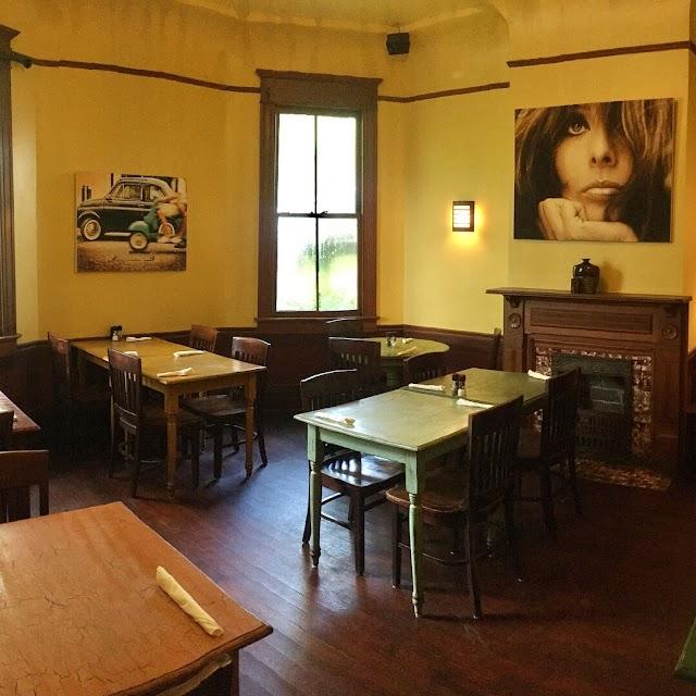 Nonna Mia Cafe and Pizzeria
