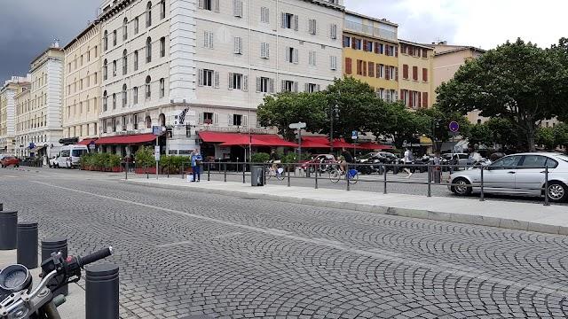 Place aux Huiles