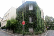 La Butte Bergeyre, Paris, France