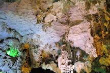 Trung Trang Cave, Cat Ba, Vietnam
