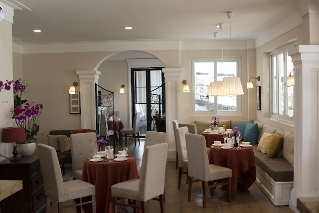 Anada Hotel & Suites