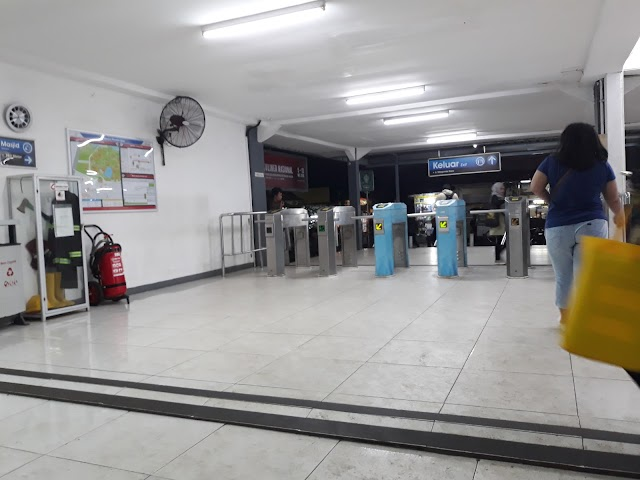 Pondok Cina Station