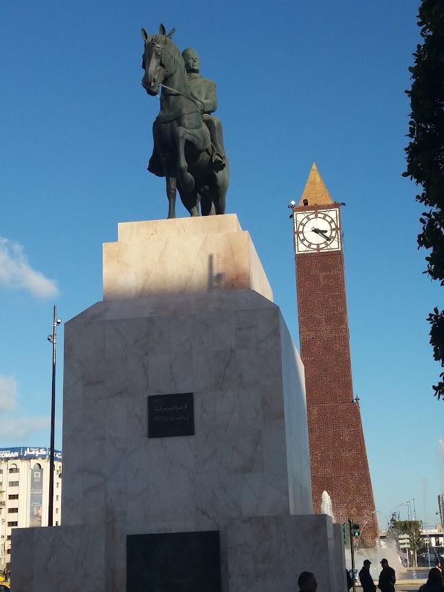 Statue Habib Bourguiba le Jour de Victoire