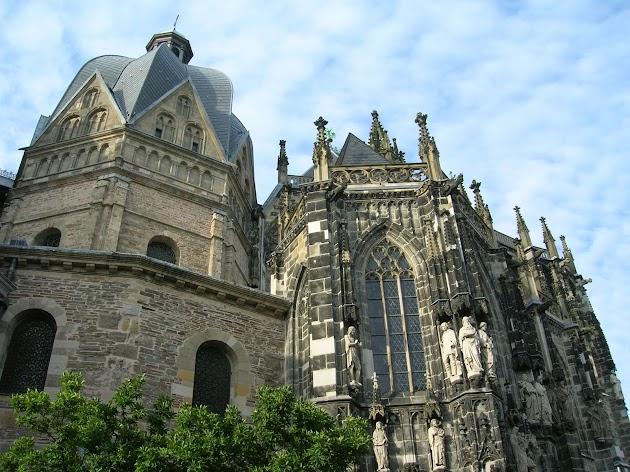 Rundflug über die Eifel und Aachen