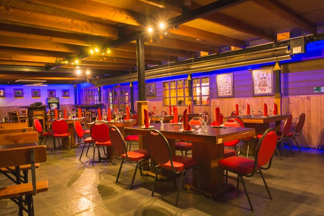 Tiralomo Restaurant