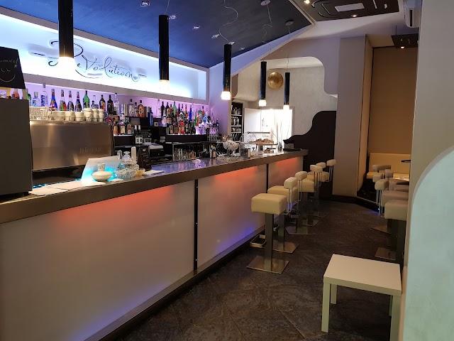 Revolution - Cocktail bar & more...