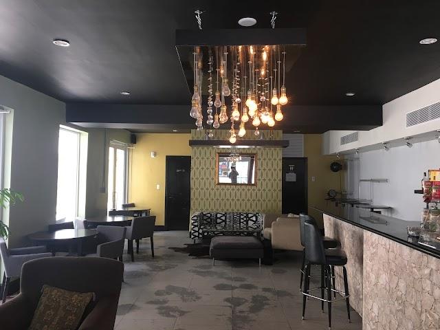 Avista Lounge