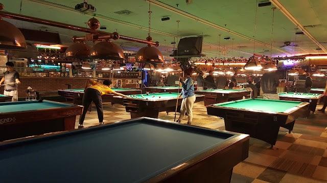 US-1 Billiards & Bar
