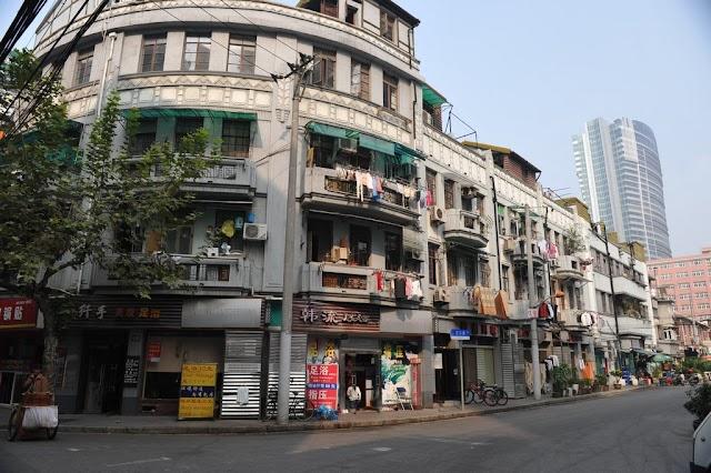 Huanghe Road Cate Lie Fallow Street
