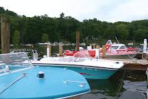 Retro Boat Rentals, Saugatuck, United States