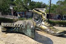 Monumento a los Zapatos Viejos, Cartagena, Colombia