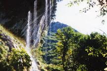 Grotta all'Onda, Casoli, Italy