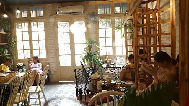 Hoa 10 Gio Floral & Book Cafe
