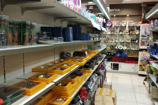 Visit Mustafa Centre on your trip to Singapore • Inspirock