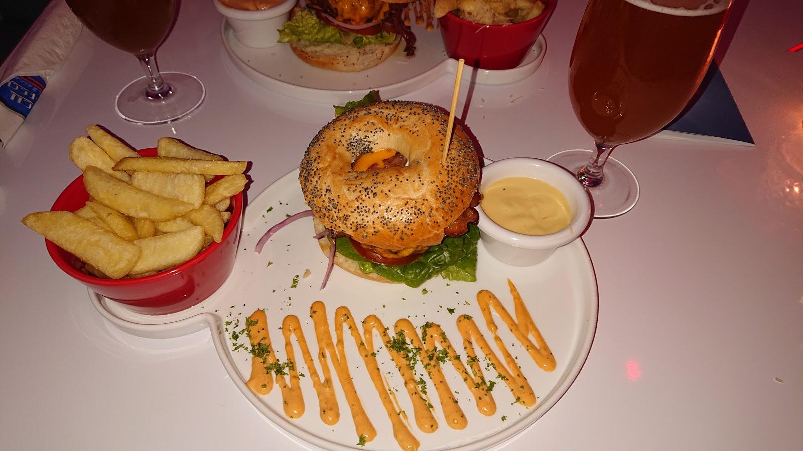 Roll & Rock American Diner