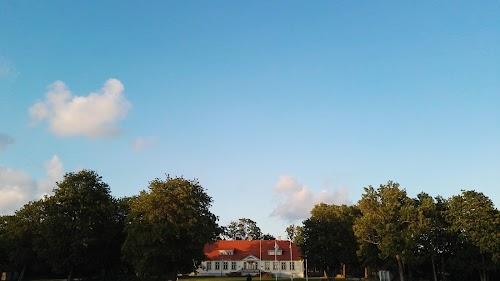 Loona Manor