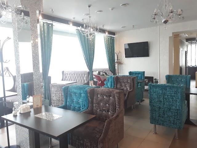 Gloss cafe