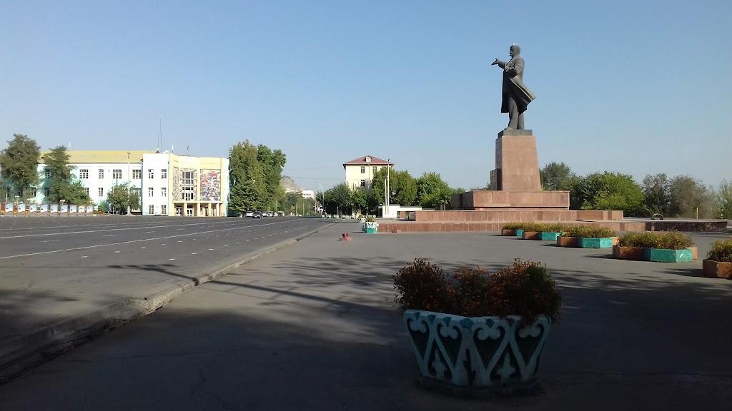 Фото город республиканского подчинения Ош: Памятник Ленина