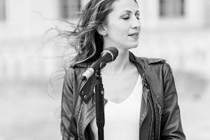 Rebecca Event-Hochzeitssängerin und freie Traurednerin