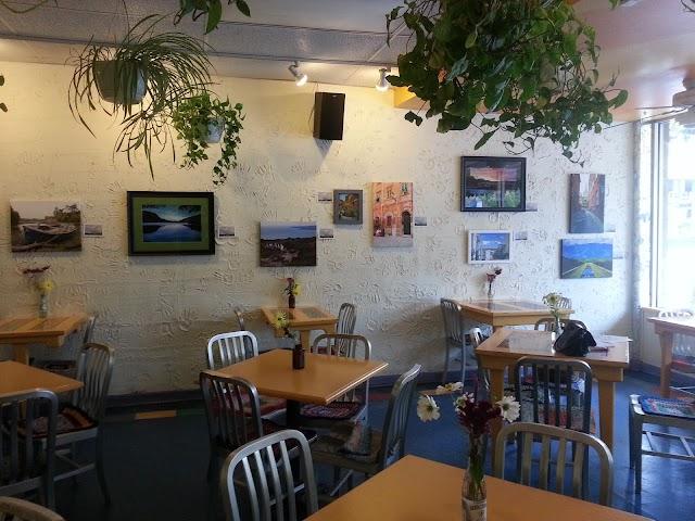 Main Sqeeze Natural Foods Cafe