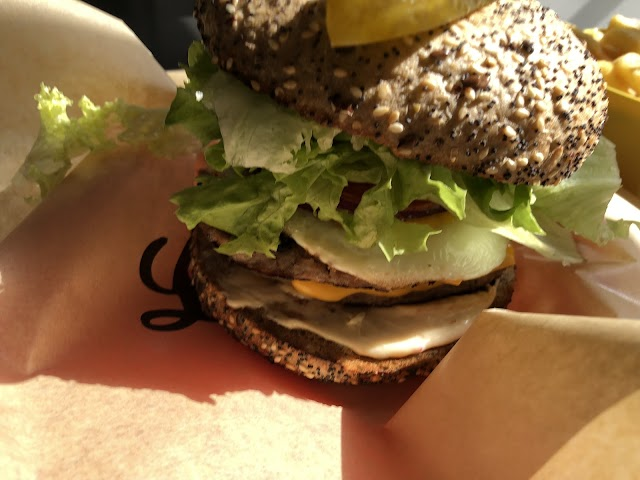 Louis' Burgers and More