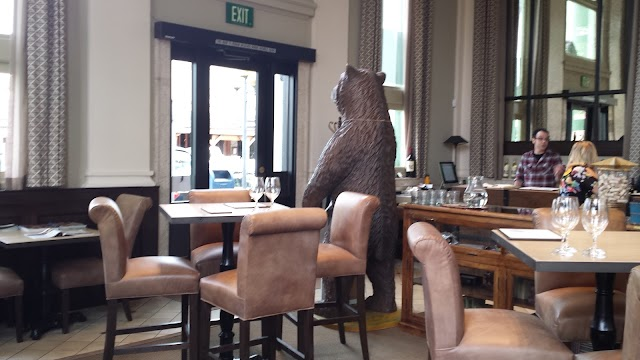 Huge Bear Wines Tasting Room