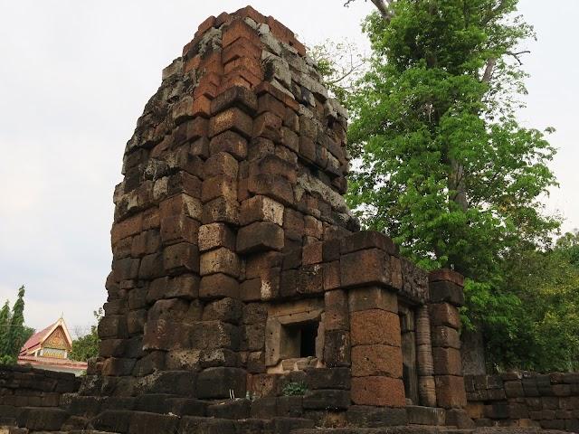 Wat Thep Prasat Sa Kamphaeng Noi