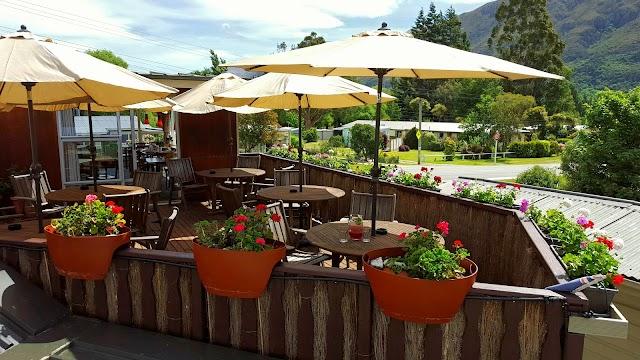 Kingston CORNER Cafe Bar
