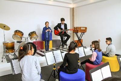 Kardan International School مکتب بین المللی کاردان