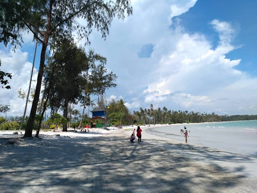 Google review of Lagoi Beach by Oke Vienansyah