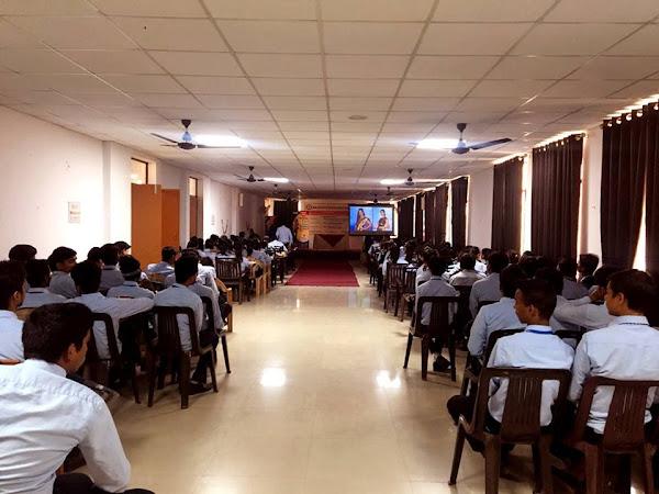 Dreamzone Kapoorthala Fashion Interior Graphic Designing Web Development Animation Jewellery Course In Kapoorthala Lucknow