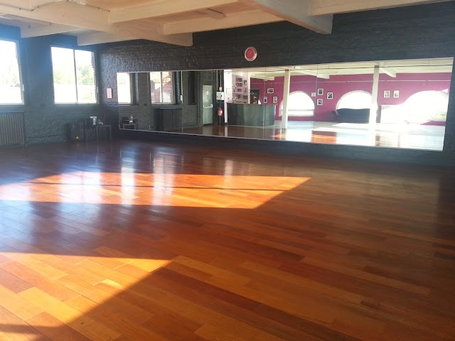 Odeya Ecole de Danse - Cours de danse de salon Rock Valse Salsa Tango