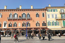 Statua a Vittorio Emanuele II, Verona, Italy