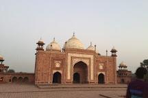 Taj Mahal Tour Guide Family Group, Agra, India