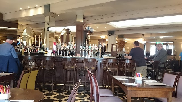 The Queens Bar and Restaurant