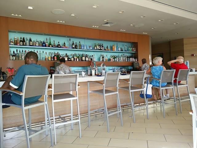 SWIM Poolside Dining in Waikiki