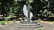 Меморіал жертвам Голодомору 1932 1933 рр на фото Переяслава-Хмельницкого