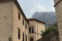 Trg Sv. Tripuna, Kotor, Montenegro
