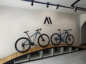 Alta Montaña Club Store 9