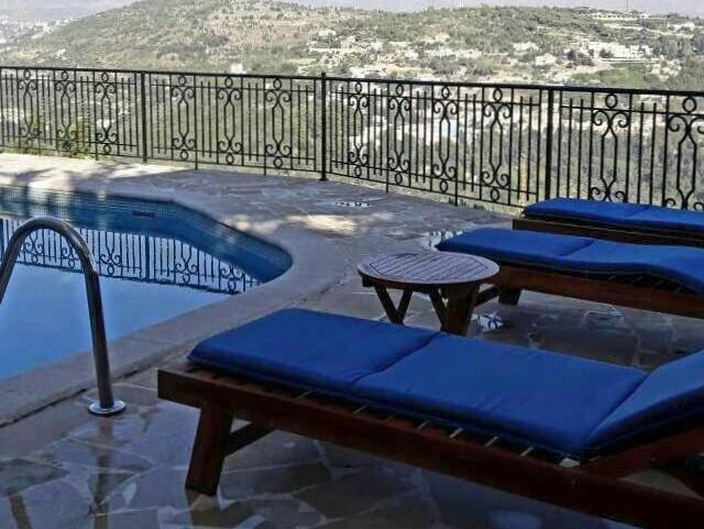 "Deir El Qamar Guesthouse ""LA PISCINE"""