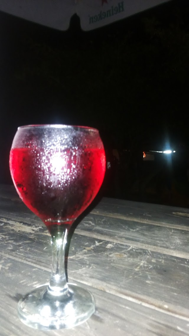 KEMBAKO (Beach Bar & Grill)