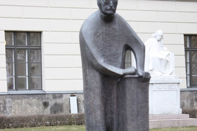 Denkmal Max Planck, Berlin, Germany